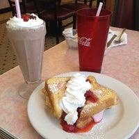 Foto tirada no(a) Rosie's Diner por Emily J. em 6/19/2014