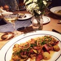 Photo prise au Colette Grand Café par Jenny W. le9/18/2014