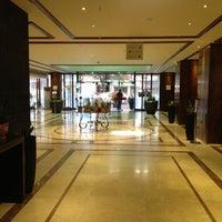 รูปภาพถ่ายที่ President Hotel Athens โดย Stelios T. เมื่อ 10/7/2012