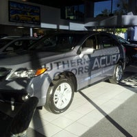 Photo prise au Southern Motors Acura par GaySavannah O. le12/19/2012