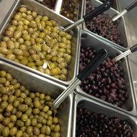 8/17/2013 tarihinde Greek International Food Marketziyaretçi tarafından Greek International Food Market'de çekilen fotoğraf