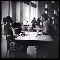 Foto tirada no(a) Awaken Cafe & Roasting por Crillmatic em 5/19/2012