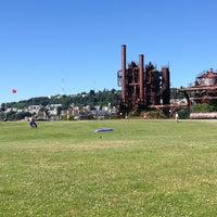 Foto tirada no(a) Gas Works Park por Vanessa A. em 6/30/2013