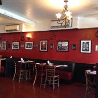 รูปภาพถ่ายที่ Cafe Massilia โดย tahir a. เมื่อ 9/29/2013