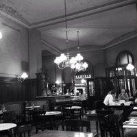 Photo prise au Café Sperl par Osman Y. le5/18/2015