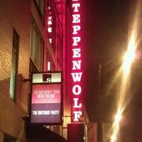 Foto tirada no(a) Steppenwolf Theatre Company por Diana C. em 2/1/2013