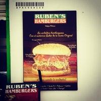 Foto tomada en Ruben's Hamburgers por Paco S. el 7/18/2013