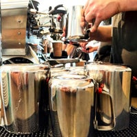 Foto scattata a Blue Bottle Coffee da Clay M. il 8/7/2015