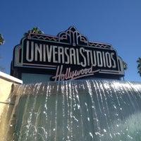 4/17/2013 tarihinde Elrick E.ziyaretçi tarafından Universal Studios Hollywood Globe and Fountain'de çekilen fotoğraf
