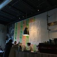 Photo prise au Cafe Neon par Daniel H. le1/2/2017