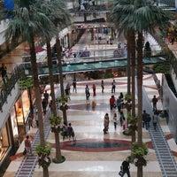 Photo prise au Pondok Indah Mall 2 par Bernard T. le6/22/2013