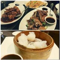 Das Foto wurde bei Koi Fine Asian Cuisine & Lounge von Jihyun L. am 6/15/2013 aufgenommen