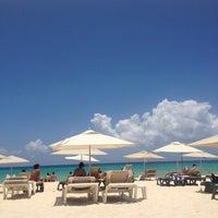 Foto tomada en Mamita's Beach Club por Elizabeth H. el 6/14/2013