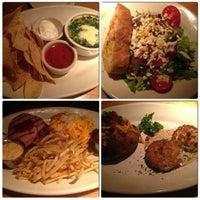 Das Foto wurde bei Houston's Restaurant von Tina N. am 1/5/2013 aufgenommen
