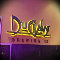 Photo prise au DuClaw Brewing Company par Amy P. le1/5/2013
