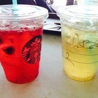 Foto tirada no(a) Starbucks por Merser D. em 11/17/2013