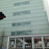 Foto tirada no(a) Shinjuku Piccadilly por Yosuke O. em 1/6/2013