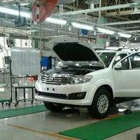 Foto diambil di PT. Toyota Motor Manufacturing Indonesia Karawang Plant oleh Lavero Dewantoro pada 2/2/2013