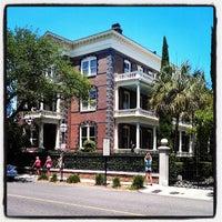 Foto tomada en Calhoun Mansion por Tristan C. el 5/27/2013
