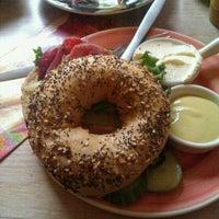 Foto diambil di Bagels & Beans oleh Volodimir O. pada 10/21/2012