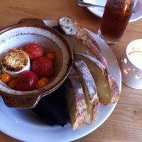 Снимок сделан в Cakes & Ale Restaurant пользователем VYNE A. 10/3/2013