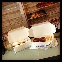 Foto tirada no(a) Carlson's Donuts & Thai Kitchen por Joseph K. em 4/17/2013