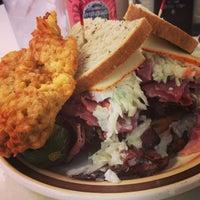 4/13/2013에 Patrick L.님이 Manny's Cafeteria & Delicatessen에서 찍은 사진