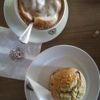 Foto diambil di The Coffee Bean & Tea Leaf oleh Albertus M. pada 8/29/2015