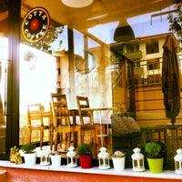 Foto tirada no(a) Cotta Coffee por Gunes O. em 5/4/2013