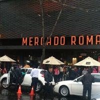 รูปภาพถ่ายที่ Mercado Roma โดย Alberto G. เมื่อ 10/19/2014
