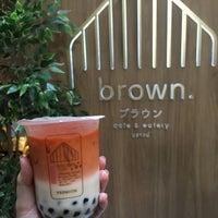 Foto scattata a Brown Café da Sherlock Y. il 11/3/2018