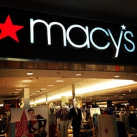 รูปภาพถ่ายที่ Macy's โดย Flávio P. เมื่อ 8/20/2013