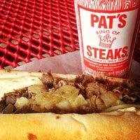 Снимок сделан в Pat's King of Steaks пользователем Xander H. 4/16/2013