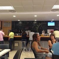 Foto tomada en Cafetería de la Facultad de Derecho y Ciencias Sociales por Manuel V. el 9/19/2013
