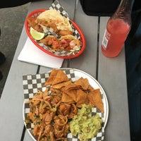 Снимок сделан в Seven Lives - Tacos y Mariscos пользователем Laura S. 5/10/2016