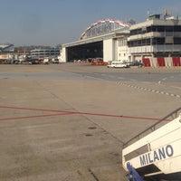 รูปภาพถ่ายที่ Aeroporto di Milano Linate (LIN) โดย Bas K. เมื่อ 4/15/2013