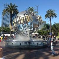 11/11/2012 tarihinde Sergey S.ziyaretçi tarafından Universal Studios Hollywood Globe and Fountain'de çekilen fotoğraf