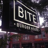 Foto tomada en Bite Burger House por Melan C. el 7/19/2014
