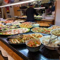 Foto tomada en Restaurante LAS PALOMAS Buffet&Tapas por Jo Ann el 1/30/2020