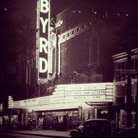 Foto tirada no(a) The Byrd Theatre por Wes G. em 8/14/2013
