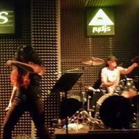 Foto diambil di Rudis Bar oleh Mustafa Can T. pada 9/5/2013