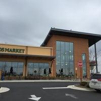 Das Foto wurde bei Whole Foods Market von Om S. am 3/12/2016 aufgenommen