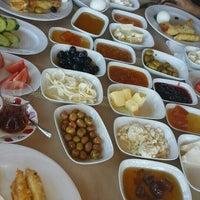 9/25/2015 tarihinde Demet✌ziyaretçi tarafından Körfez Aşiyan Restaurant'de çekilen fotoğraf