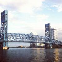 Das Foto wurde bei The Jacksonville Landing von Christina G. am 10/13/2012 aufgenommen