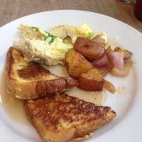 Foto scattata a Biscayne Tavern da Carla O. il 7/15/2015