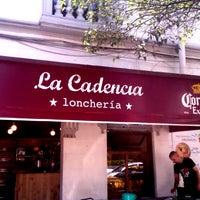 Foto tirada no(a) La Cadencia Lonchería por Oscar A. em 4/16/2013