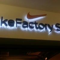 ... Foto tirada no(a) Nike Factory Store por Renato F. em 10  ... dbde42ce01ae4