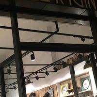 Photo prise au Origin Coffee&Shop par Lev@ C. le8/31/2018