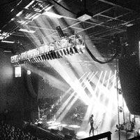 รูปภาพถ่ายที่ Stage AE โดย Monica T. เมื่อ 6/12/2013