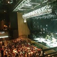 รูปภาพถ่ายที่ Stage AE โดย Monica T. เมื่อ 6/11/2013